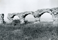 [Arcade of unidentified aqueducts (Italy)]